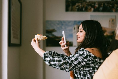 Exactly how to include pictures or video clips to an existing Instagram tale