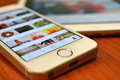 Does Instagram send you an e-mail when a person visit to your account?